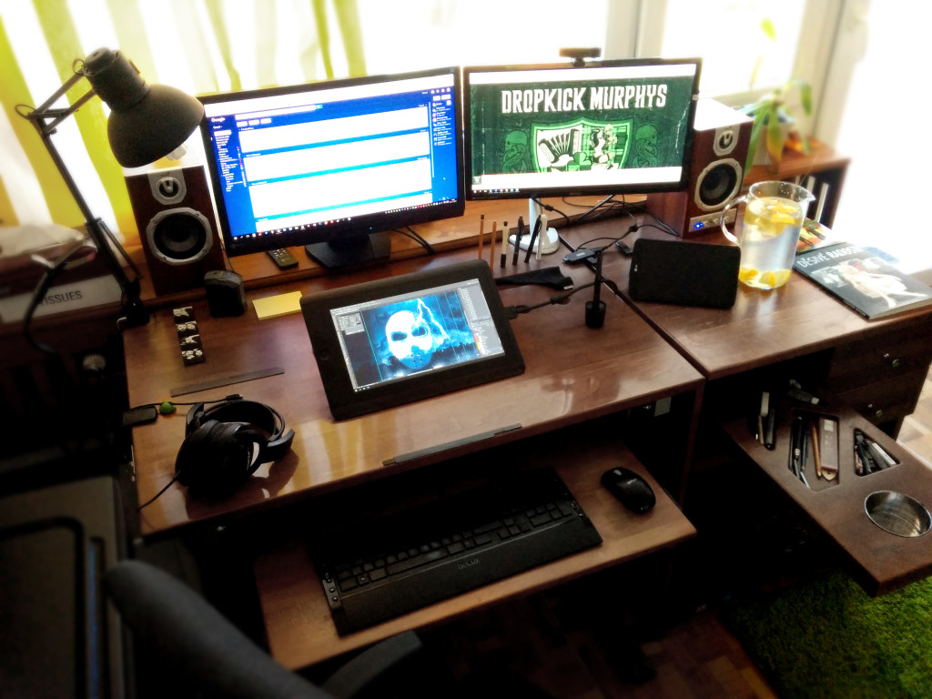 Pracovní stůl. Ilustrátor, art director